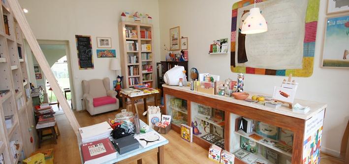 O Bichinho de Conto - Children's Bookshop - Óbidos, Portugal