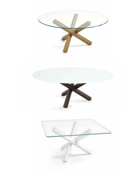 L'armonico incrocio di linee della base  in legno o in metallo cromato lucido è  completato da un piano in vetro disponibile  in diverse finiture.  www.sovet.com