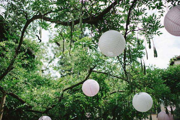 pink and white paper lanterns http://weddingwonderland.it/2015/09/matrimonio-shabby-chic-nel-bosco.html