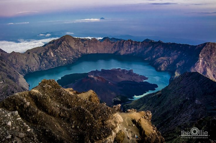 RINJANI TREKKING – THE FIRST DAY OF HIKING IN THE CLOUDS - The Ollie