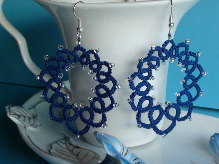 € 18,00 Orecchini blu con piccole pietre trasparenti con filo d'argento.