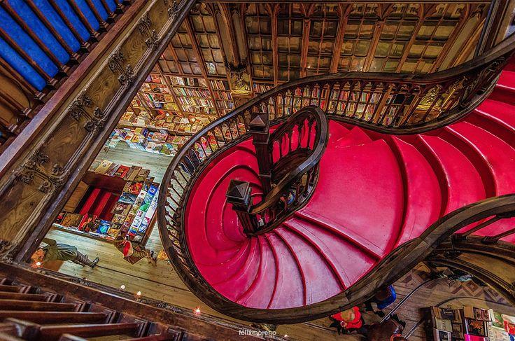 Viaje relámpago con J.K. Rowling. Librería Lello e Irmão. by © Félix Moreno Palomero #62 of #365Photos #Reto #Rojo