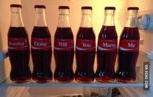 Heiratsantrag mit Coke-Flaschen