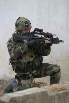 Le métier de militaire a beaucoup évolué ces dernières années. L'armée se professionnalise : à côté des emplois de soldats, les armées de terre, de l'air, la marine et la gendarmerie proposent des centaines de métiers aux engagés.