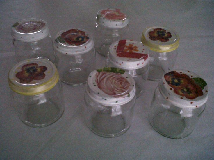 Envases de compotas decorados con decoupage.