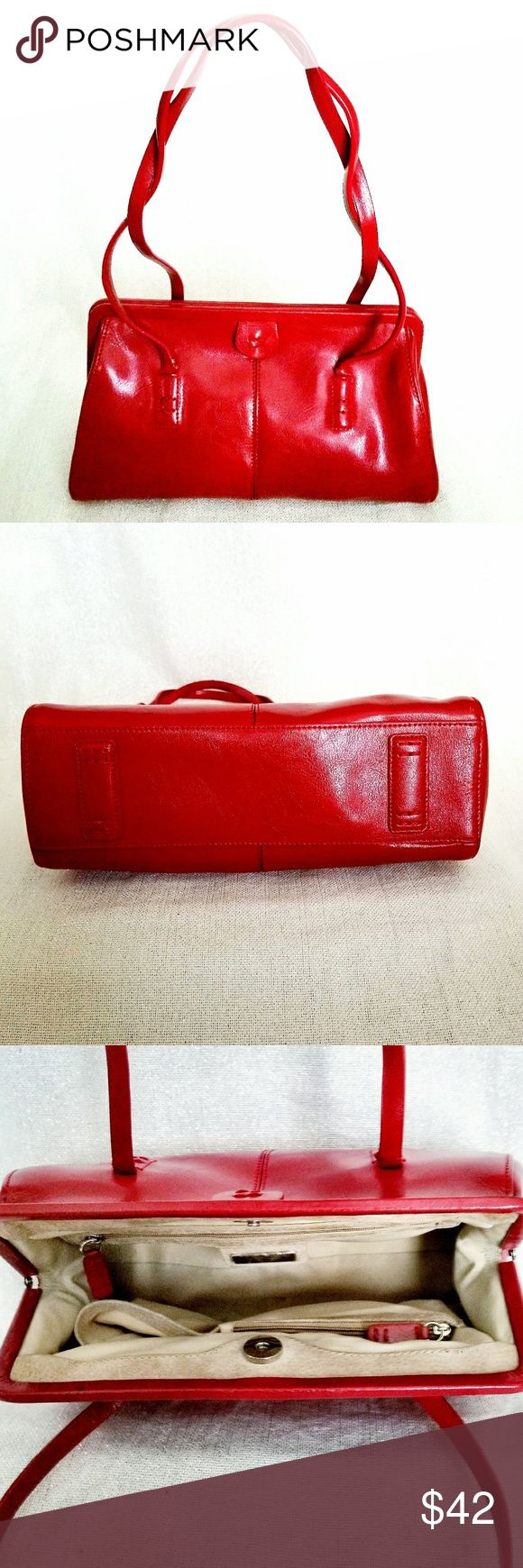 ALDO Handbag Beautiful Aldo handbag in a classic and elegant design. Perfect for the most festive celebrations of the holiday season. In EUC. Looks brand new. Aldo Bags