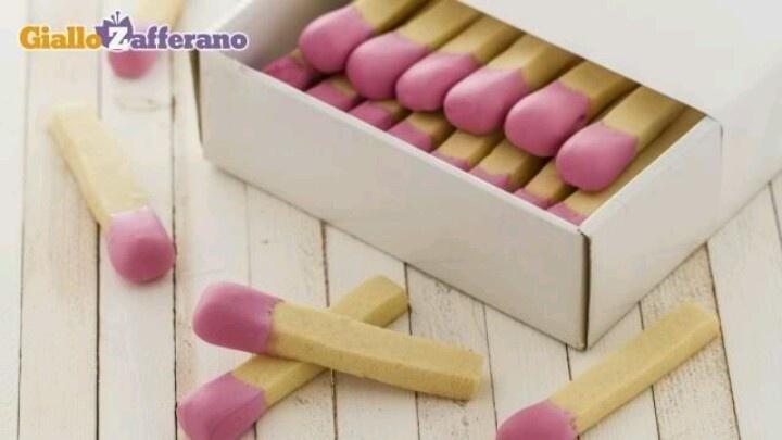 """Matches"" cookies - http://ricette.giallozafferano.it/Biscotti-fiammifero.html"