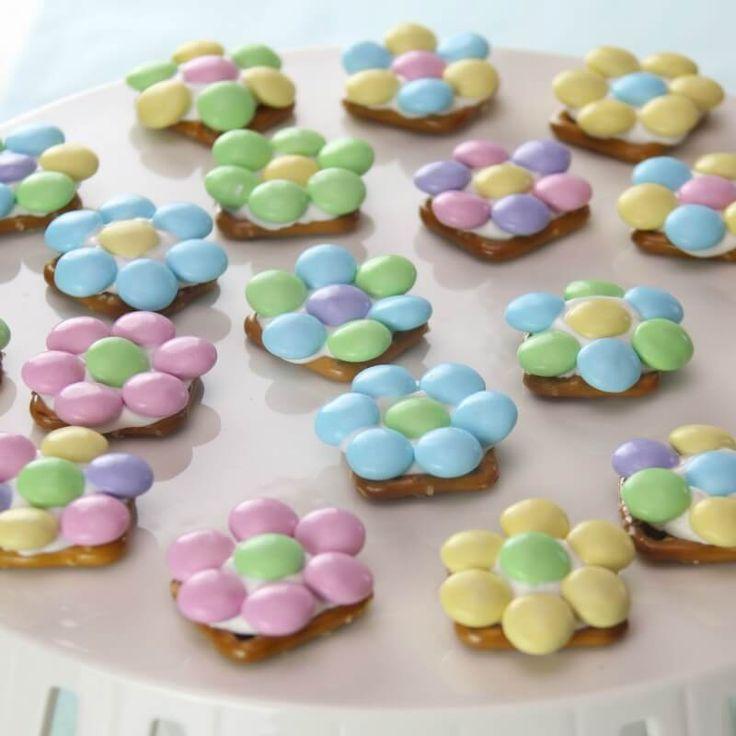 Spring Flower Pretzel Bites – Sweet and Salty Easter Treat via @jfishkind