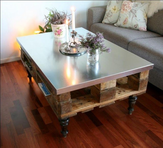 Love this pallet table - the sheet metal top really ups it's face value and gives it a stronger presence. Industrial shabby chic!