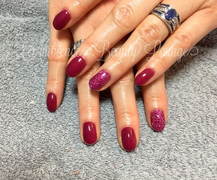 Gelish gel polish -Rendezvous and glitter accent