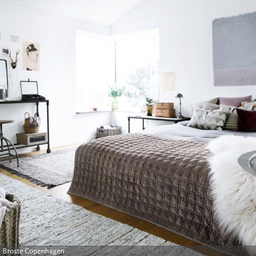 Schlafzimmer Lila Grun jugendzimmer maedchen einrichten graue wandfarbe holzboden lila gruen Schlafzimmer Schlafzimmer Lila Grn Ber 1000 Ideen Zu Lila Grn Schlafzimmer Auf