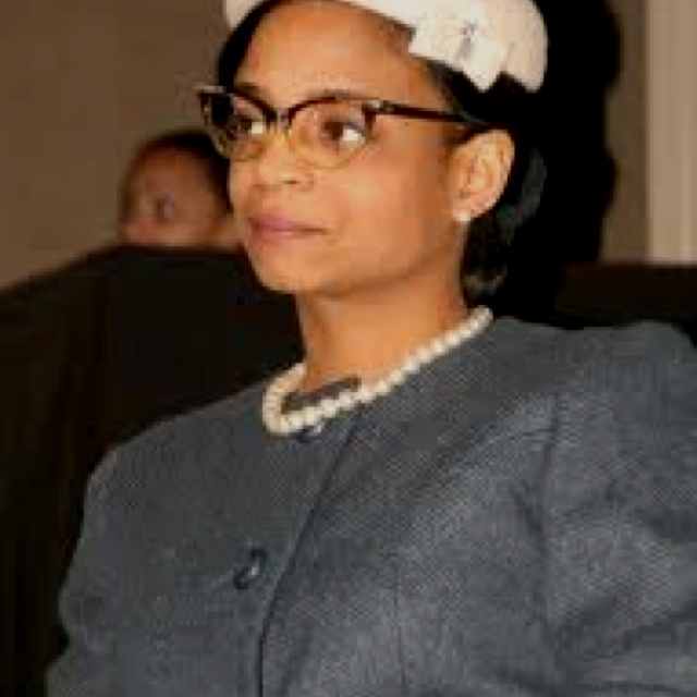 How can Rosa Park be proven to be a hero ? ( Reference)?