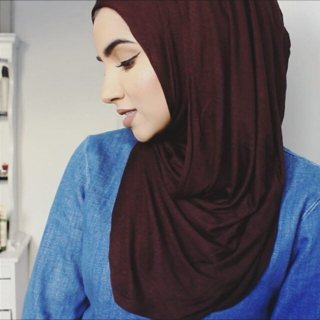 Easy everyday hijab style using @voilechic instant jersey hijab I've been asked numerous times where I get my hijab pins from. There from @voilechic #hijabtutorial