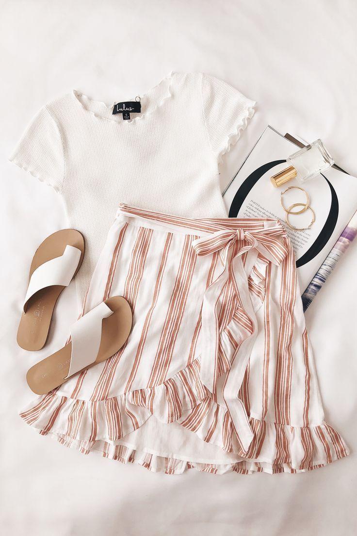 Lulus | Lillie Peach Striped Rüschen Wickelminirock | Größe Medium | 100% Vis… – Mode
