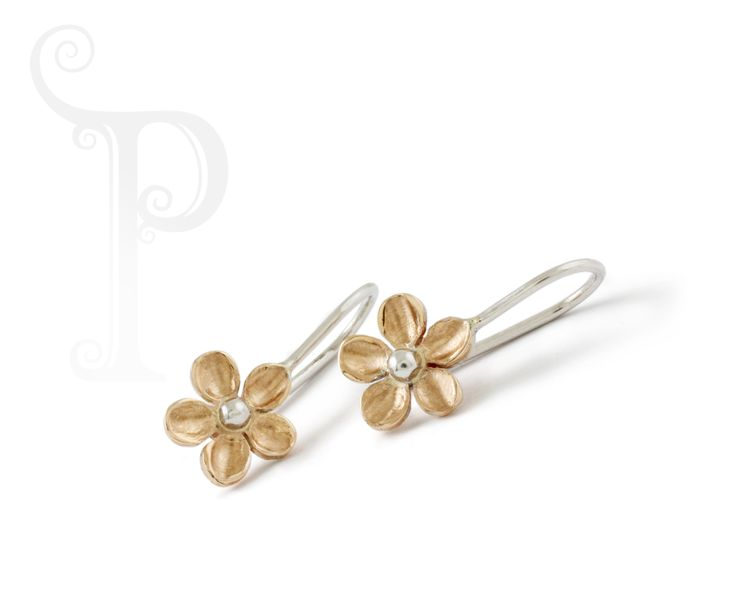 9ct Yellow gold Daisy With a 9ct White Gold Ball Centre