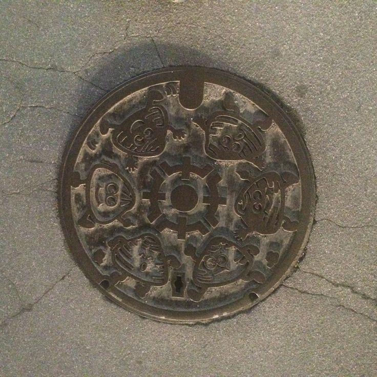 Clam kids manhole covers. Without color. Place: Kuwana city, Mie, Japan.