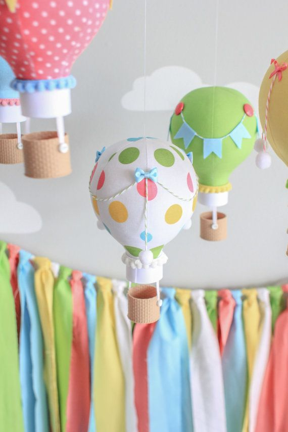 Colores primarios bebé móvil móvil del globo de aire caliente
