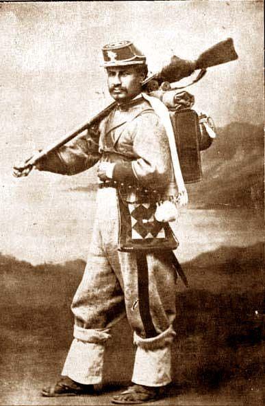 soldado boliviano del Regimiento de los Colorados