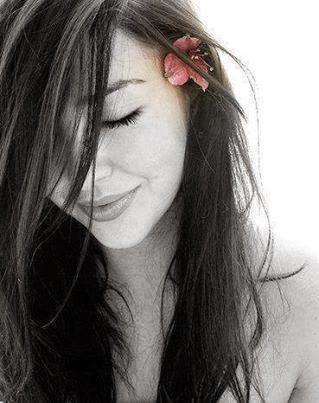"""La storia di due Anime Gemelle; l'incontro di un unica Fiamma. Per capire l'amore bisogna perderlo a volte, e poi riconoscerlo nei turbamenti dell'anima. Bisogna restare senza respiro e sprofondare in quello che un giorno, con coraggio abbiamo bisogno di lasciar andare. eBook: """"Sono una donna dai capelli sciolti"""" Acquisto nel mio blog: http://laurasacchini.blogspot.it/"""