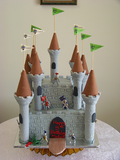 25 Best Little Knight Themed Cakes Images On Pinterest Knights Medieval Party And Birthdays