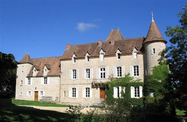 Holiday Chateau with tennis court in Gourdon, Frayssinet - walking, private tennis court, log fire, balcony/terrace, internet access, teleph...