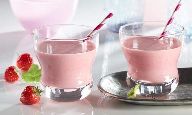 Ein+erfrischendes+Getränk+mit+Milch+und+Früchten