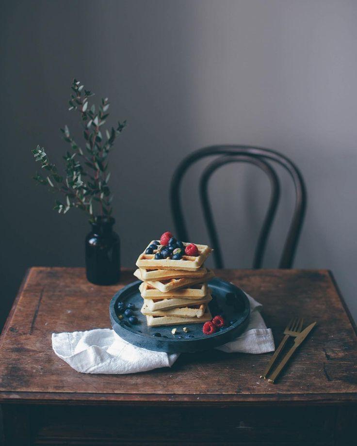 A stack of waffles is always a good idea  Happy friday guys! #ourfoodstories  ____ #inmykitchen #waffles #glutenfree #glutenfrei #foodstylist #onthetable #vscocam #darlingweekend #thatsdarling #morningslikethese #fellowmag #breakfast #verilymoment #vscogood #gatheringslikethese