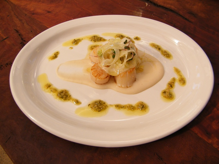 Seared scallops w white bean puree, preserved lemon & green olive dressing