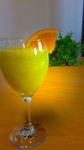 Dit groene smoothie recept met met mango banaan en boerenkool bladeren is een echte aanrader.