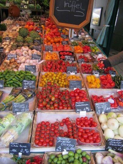 Varieties of fresh tomatoes