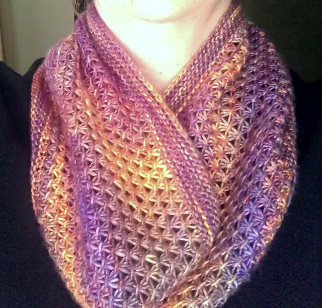 Knit Cowl Pattern Worsted Weight : Mandy Cowl by Gina House. Easy pattern. 220 yards, worsted weight. Free patte...