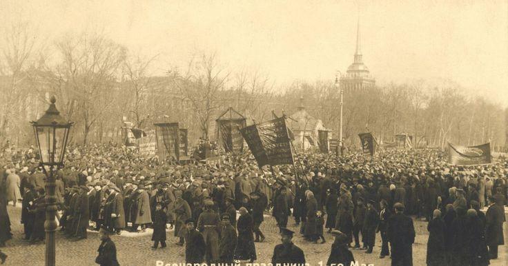 """¿Cuáles fueron las consecuencias de la revolución de 1905?. El 22 de enero 1905, los trabajadores rusos escenificaron una protesta pacífica que finalizó en una total masacre conocida para siempre en la historia rusa como el """"domingo sangriento"""". Esta masacre llevó a la revolución de 1905. Este levantamiento, aunque al final fracasó, afectó a la nación de muy importantes maneras."""