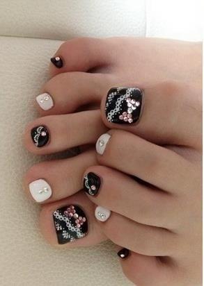 black white and lace pedicure nail art
