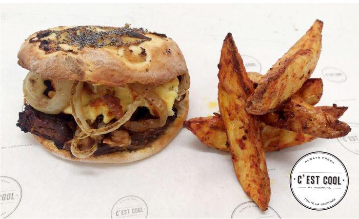 B| 🙌MENÚ VIERNES🙌 B|  SANDWICH de carne braseada con salsa Bloody Mary , cebollas y queso + PAPAS CUÑA + LIMONADA = $130 #CestCoolCrepes #MenudelDia #Sandwich