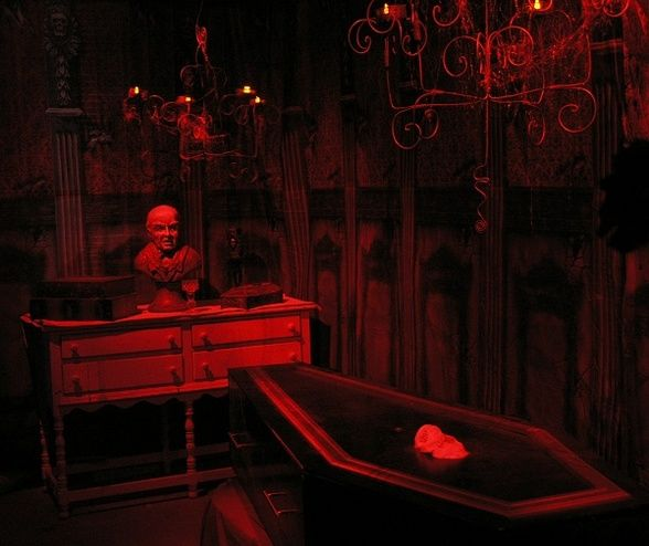 great inspiration for a vampire room by halloween forum member - Vampire Halloween Decorations
