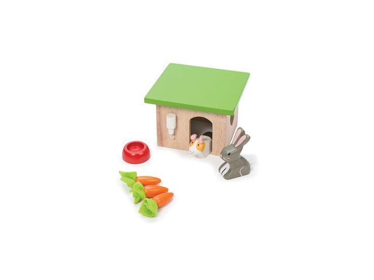 <p>nádherný set dřevěných malovaných zvířátek: králíčka a morčete s boudičkou, miskou a mrkví; hračka je výborným doplňkem k domečku pro panenky; je doporučena pro děti starší 3 let</p>