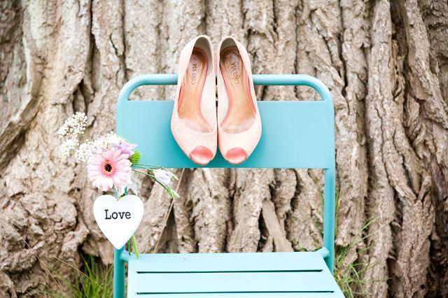 #pumps #bruidsschoenen #trouwschoenen #bruiloft #trouwen #bruiloft #inspiratie #wedding #bridal #shoes #heels #inspiration | Trouwschoenen: pumps of ballerina? | ThePerfectWedding.nl | Photography: Moderne bruidsfotograaf