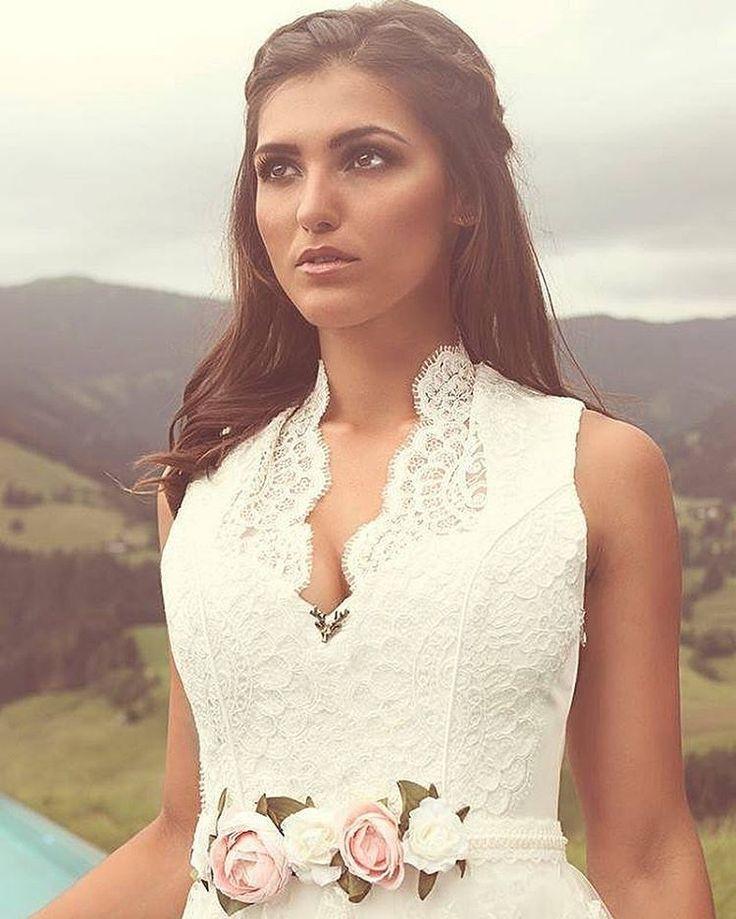 Elegant und zeitlos schön - der Brautdirndlkleider von www.tianvantastiq ... #brautdirndl #hochzeitsdirndl #heiratsantrag
