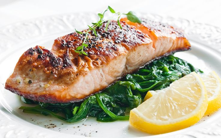 Seared Salmon with Avacado, Onion and Fresh Spinach Salad #salmon #seafood #recipe #spinach #salad #healthyfood