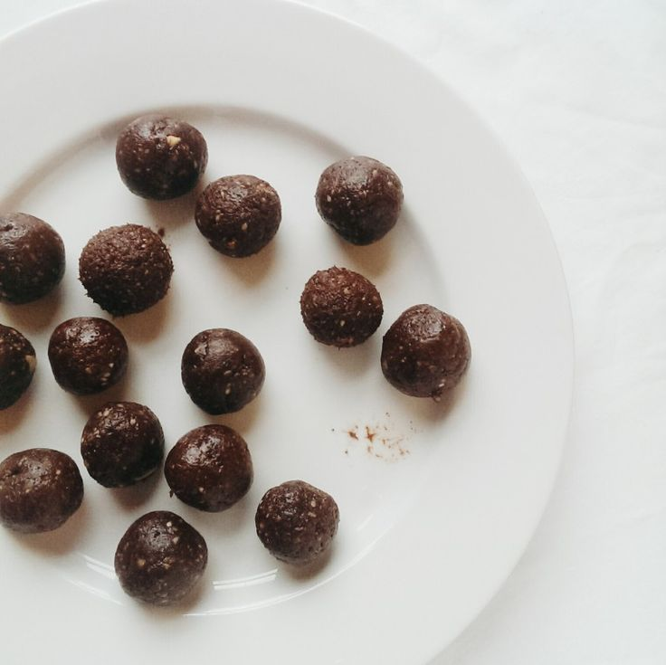 raw cacao bites with ginger