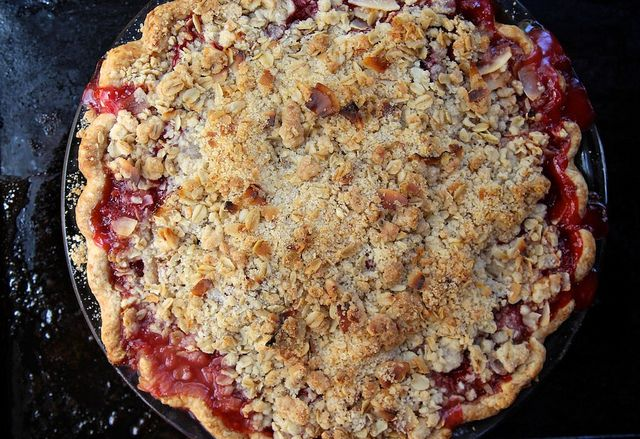 The Way We Summer: Strawberry Rhubarb Crumble Pie