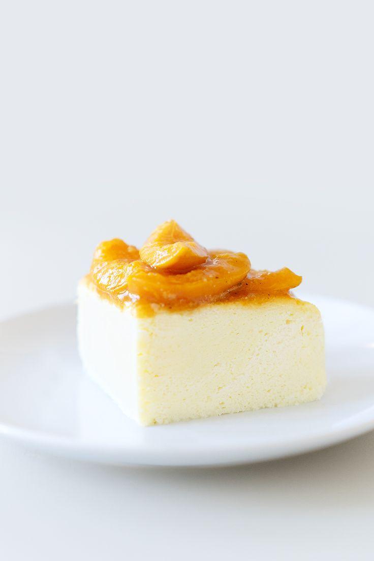 Luftiger Kasekuchen Mit Karamellisierten Aprikosen Fluffy Cheesecake With Caramelized Apricots Berlin Lebensmittel Essen Berliner Kuche Kuchen Und Torten