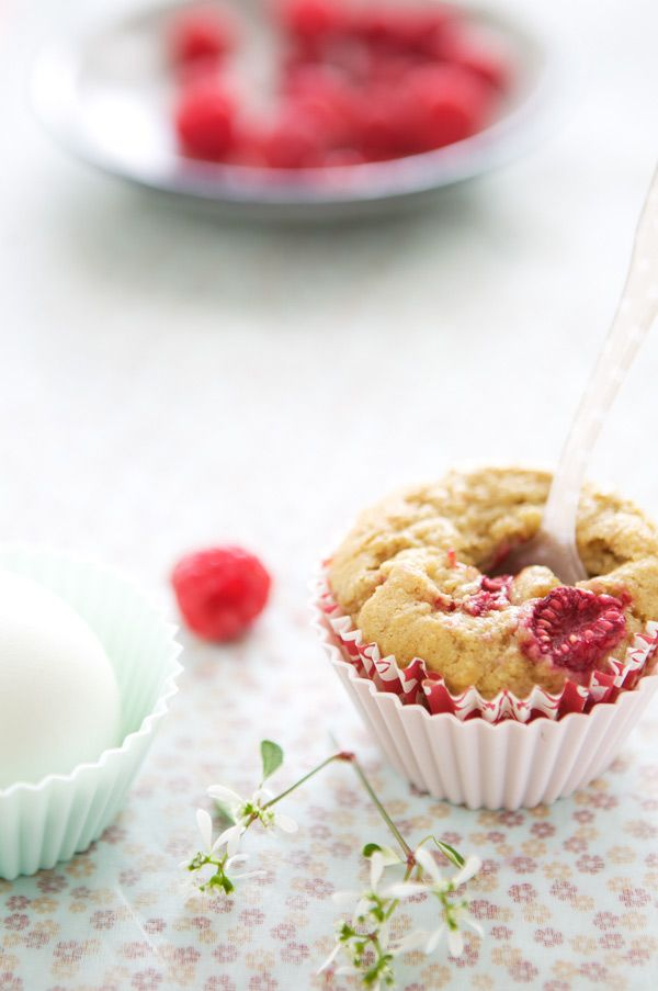 Rhubarb and raspberry muffins with buttermilk and cinnamon