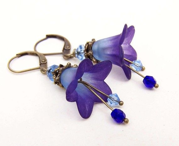 Lucite flower earrings. Gorgeous.