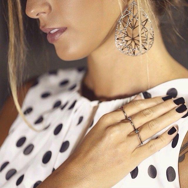 """""""Anna Fasano @annarfasano  usando o Brinco Gota de Diamantes e solitários de Rubi, Diamante e Esmeralda #diamantes #rubi #esmeraldas #jackvartanian #amfar"""""""