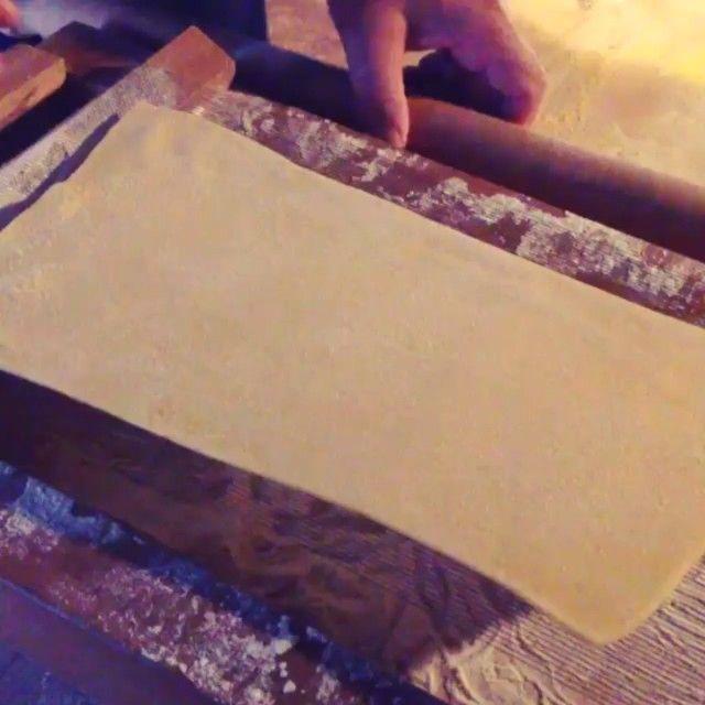 Avete mai assistito alla preparazione degli #Spaghetti alla chitarra? Su #italiaintavola #abruzzointavola il video realizzato da @Elisabetta Pardini #abruzzo #italianfood #traditionalfood #italy