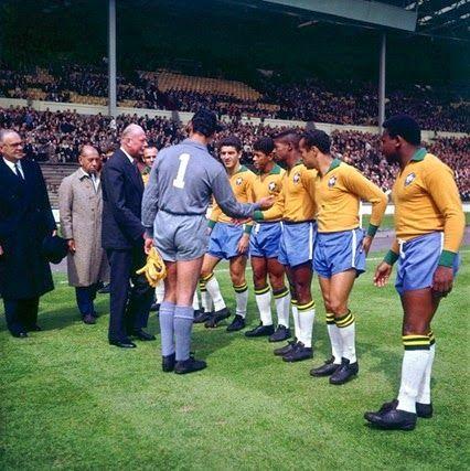 Gilmar apresenta os jogadores da seleção, Pepe, Roberto Dias, Amarildo, Dorval, Zequinha e Mengálvio. Em 08-05-1963.