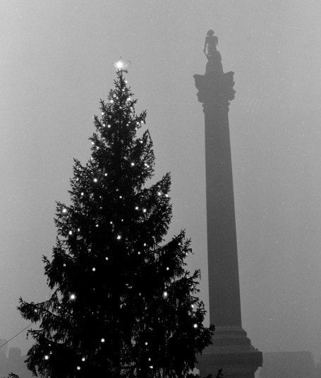Museum of London release Henry Grant photographs showing festive London through the ages.