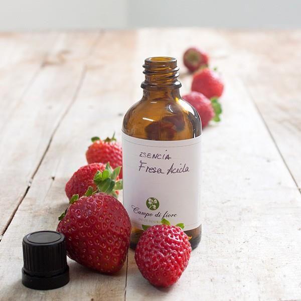 Esencia de fresa con un aroma más intenso y ácido que la clásica fresa. Esta esencia es apta para jabones, bálsamos y productos de cosmética. Sin duda, una de nuestras favoritas. #esencias #jabones #velas #bálsamos #labiales #hacerjabones