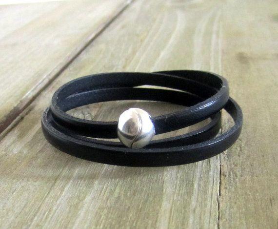 Hey, j'ai trouvé ce super article sur Etsy, chez https://www.etsy.com/fr/listing/292783319/bracelet-cuir-noir-3-tours-de-poignet